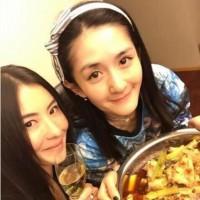 谢娜家中设宴请张柏芝吃香辣蟹