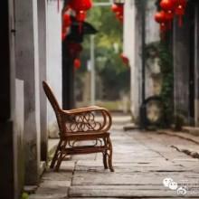 这条从清光绪年间一路走来的历史老街,名气远不如山塘街、平江路,甚至昆山巴城镇的一些当地人,也并不熟知。但来到这里,那份宁静和光影间透露的文化气质,足以将你的思绪拉回到数百年前……五月的风,碧绿的水,两