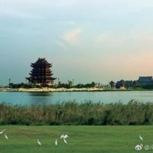 【阳澄湖旅游度假区】阳澄湖旅游度假区位于江苏昆山巴城镇阳澄湖畔,因盛产驰名中外的大闸蟹而著名。阳澄湖,四季如春,湖水清澈。东岸线长达9.67公里,蜿蜒曲折,极富诗意。主要景点有大上海高尔夫俱乐部、阳澄