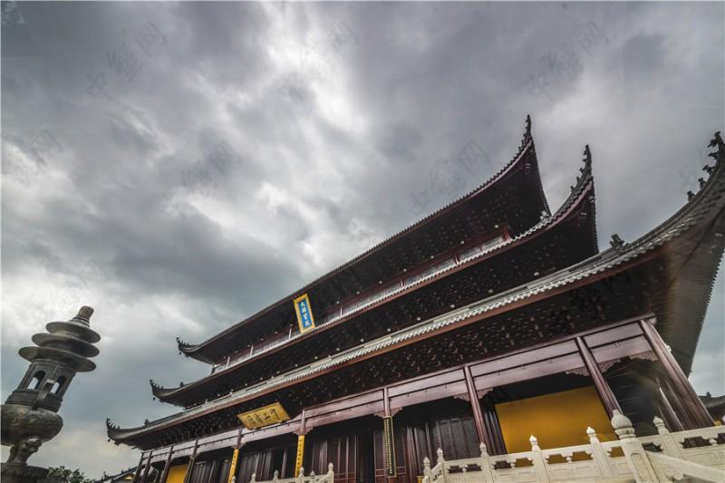 雨季阳澄湖的重元寺