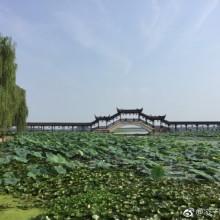 昆山,昆曲发源地,交通便利,到上海苏州杭州等地都有快捷交通工具。这里除了周庄,阳澄湖这些知名景点,还有千灯古镇,重元寺,锦溪古镇,天福国家湿地公园等等风景优美,让人流连忘返的地方。江南水乡,处处美景寄