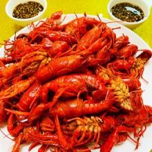 阳澄湖小龙虾,阳澄湖的美味除了大闸蟹还有很多,因为独特的水域环境、水生环境,造就了阳澄湖水产的特质。 假期邀朋友聚餐除了河鲜,再加上农家散养的鸡鸭,美美的一餐[饞嘴] 